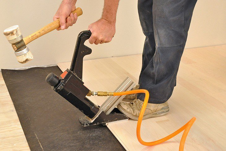 how-to-use-nail-gun-flooring-nailer