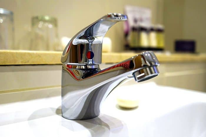 plumbing-projects-change-faucet